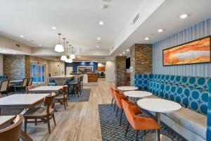 Ein Restaurant oder anderes Speiselokal in der Unterkunft Hampton Inn Moab