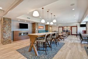 Lounge oder Bar in der Unterkunft Hampton Inn Moab