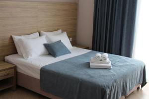 A bed or beds in a room at Sea shell hotel