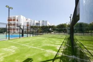 Tennis and/or squash facilities at Arminda Hotel & Spa or nearby