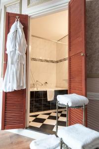 A bathroom at Hotel Fidder - Patrick's Whisky Bar