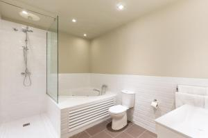 Un baño de Ola Living Hostal Diagonal