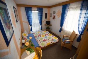Ein Bett oder Betten in einem Zimmer der Unterkunft Hotel Erzhausener Hof