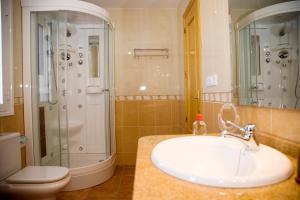 Un baño de Casa Rural La Pedrosa