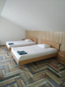 Кровать или кровати в номере Славянский Двор