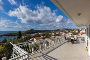 A balcony or terrace at Apartments Villa Enzian