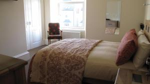 A bed or beds in a room at Braidmead House