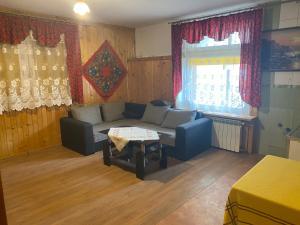 A seating area at Kompleks Wypoczynkowy Harnaś II