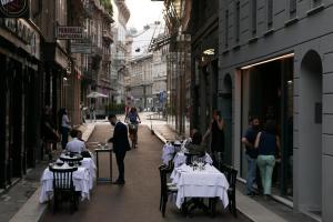 Speronari Suites tesisinde bir restoran veya yemek mekanı
