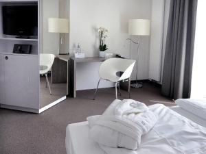 A bathroom at Hotel Schweizer Hof