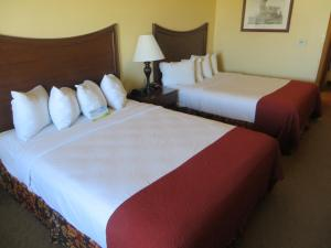 A bed or beds in a room at Days Inn by Wyndham Ellis