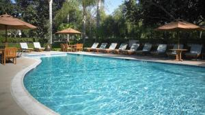 The swimming pool at or close to Sheraton Hotel Fairplex & Conference Center