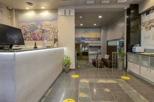 The lobby or reception area at Piraeus City Hotel