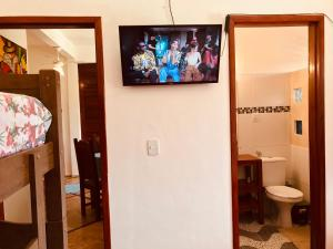 A television and/or entertainment centre at Residencial Bem-te-vi