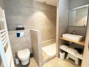Salle de bains dans l'établissement Le Chat Qui Dort