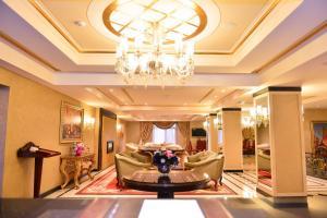 The lobby or reception area at Lake Palace Hotel Baku