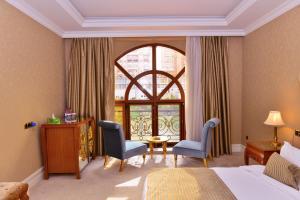 A seating area at Lake Palace Hotel Baku