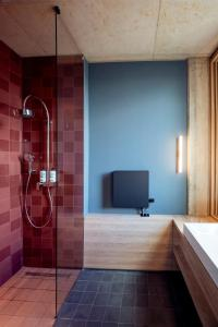 Ein Badezimmer in der Unterkunft Koncept Hotel Josefine