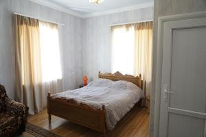 A bed or beds in a room at Araksi apin hyuratun