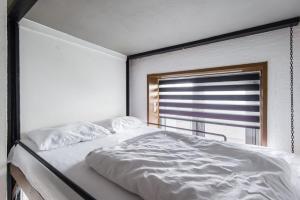 Кровать или кровати в номере Апартаменты на улице Саморы Машела, 2А-1