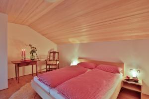 Ein Bett oder Betten in einem Zimmer der Unterkunft Haus Elfriede