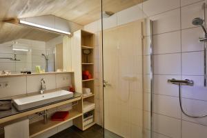 Ein Badezimmer in der Unterkunft Haus Elfriede
