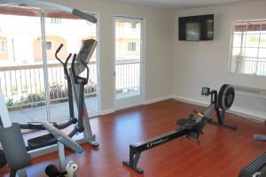 Das Fitnesscenter und/oder die Fitnesseinrichtungen in der Unterkunft Crystal Inn Suites & Spas