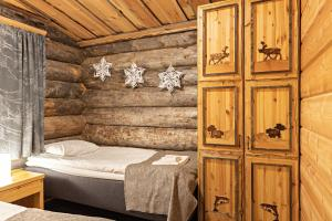 A bed or beds in a room at Polar Aurora Cabins