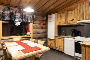 A kitchen or kitchenette at Polar Aurora Cabins