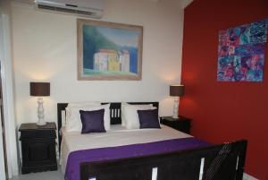 A bed or beds in a room at Brisas Studio Apartments