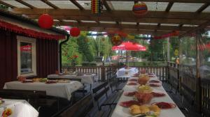 A restaurant or other place to eat at Sikhall Camping