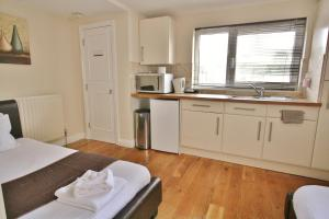 A kitchen or kitchenette at Central Studios Gloucester Road by RoomsBooked