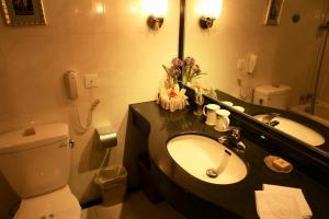 A bathroom at Zi Yu Hotel