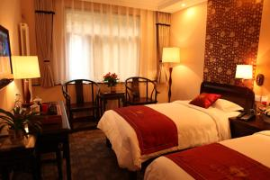 A bed or beds in a room at Zi Yu Hotel