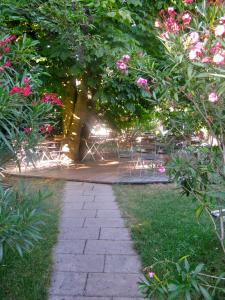 Ein Garten an der Unterkunft Gasthaus Sonne