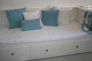 A bed or beds in a room at Fuzeta beach holiday apartment