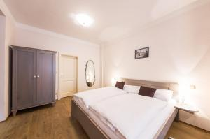 A bed or beds in a room at Pension Faber