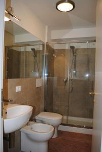 A bathroom at Lungarno Serristori