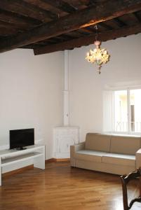 A seating area at Lungarno Serristori