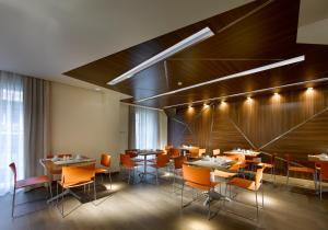 Un restaurante o sitio para comer en Hotel Abades Recogidas