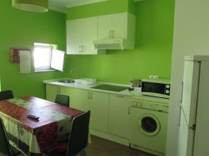 A kitchen or kitchenette at Apartamentos Cais das Descobertas