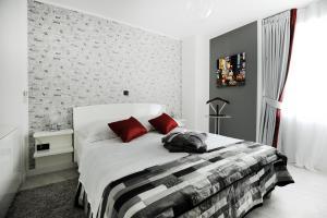Cama o camas de una habitación en Feel Good Penthouse With Jacuzzi