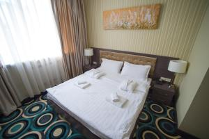 A bed or beds in a room at Mildom Hotel