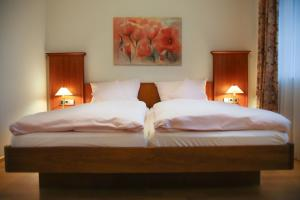 A bed or beds in a room at Gasthaus Rebstock Egringen