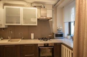 Кухня или мини-кухня в Арт-Апартаменты