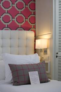 Een bed of bedden in een kamer bij Hotel New York
