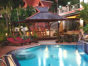 المسبح في Kata Sea View Villas أو بالجوار