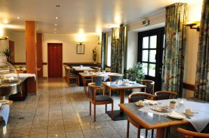 A restaurant or other place to eat at Altes Gasthaus Lanvers