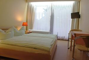 Кровать или кровати в номере Pension Winkel