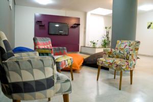 Uma área de estar em BH Boutique Hostel